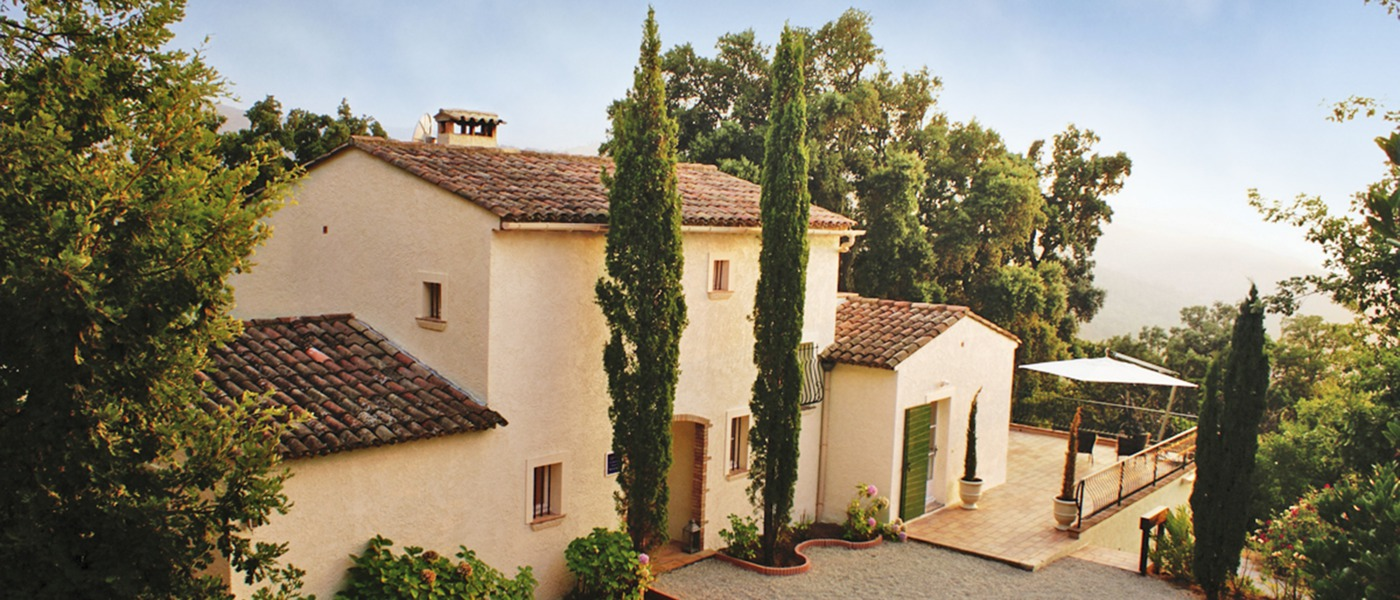 Luxury homes and villas in the cote d 39 azure france for Classic home villa home collection