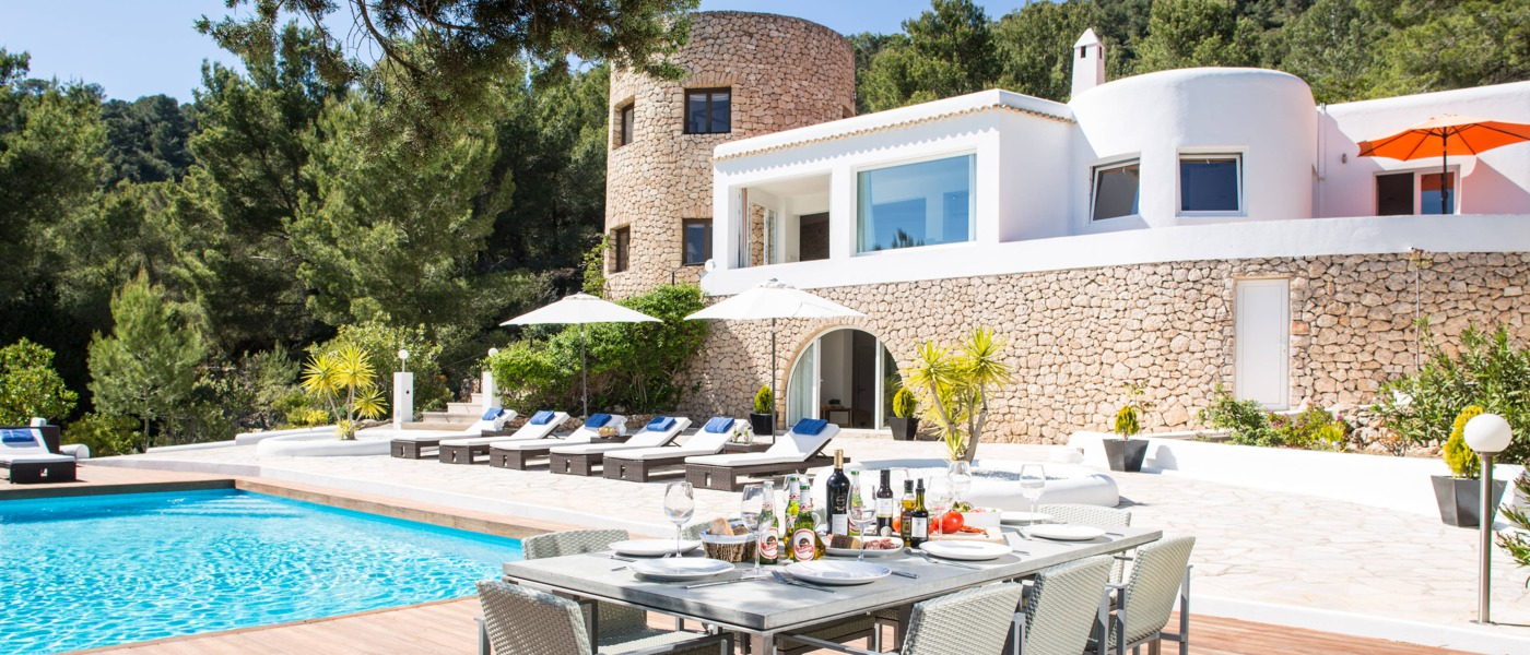 Luxury homes and villas in ibiza spain for Ibiza house classics