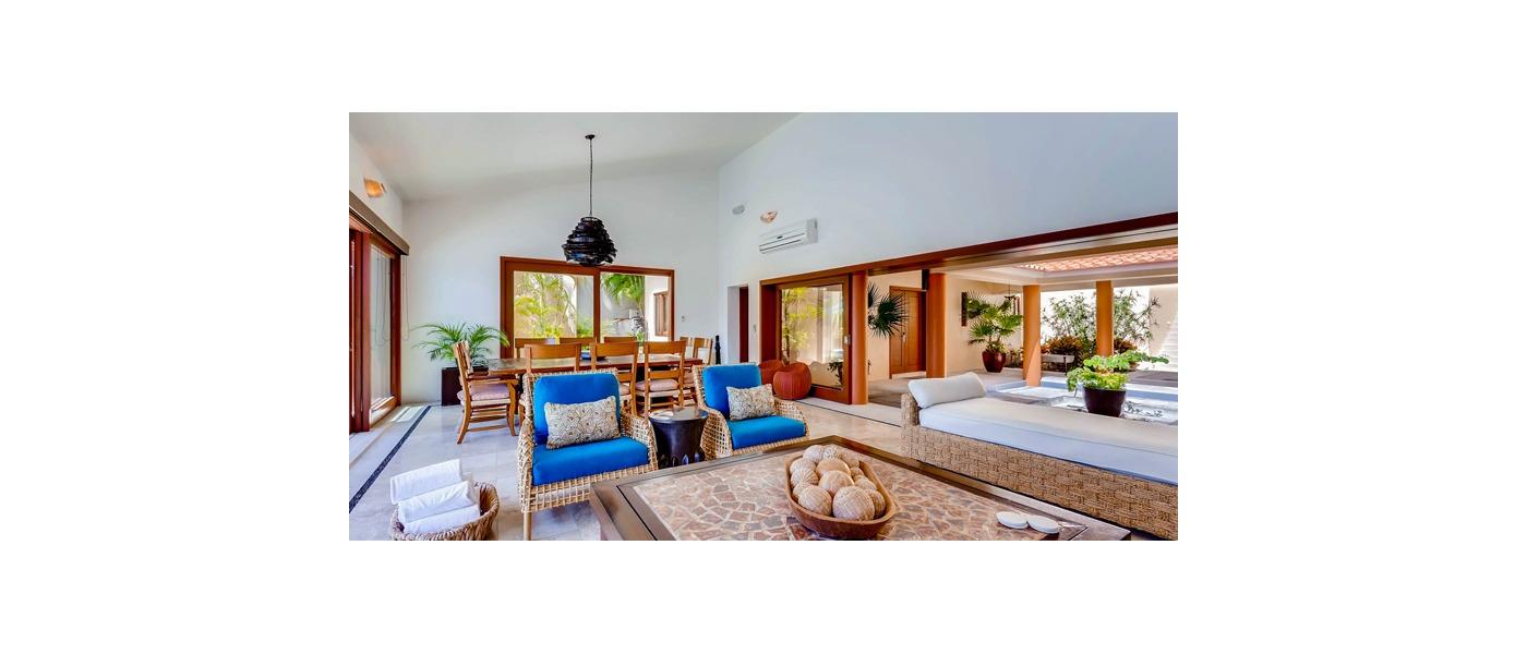 Luxury homes and villas in puerto vallarta mexico for Classic home villa collection